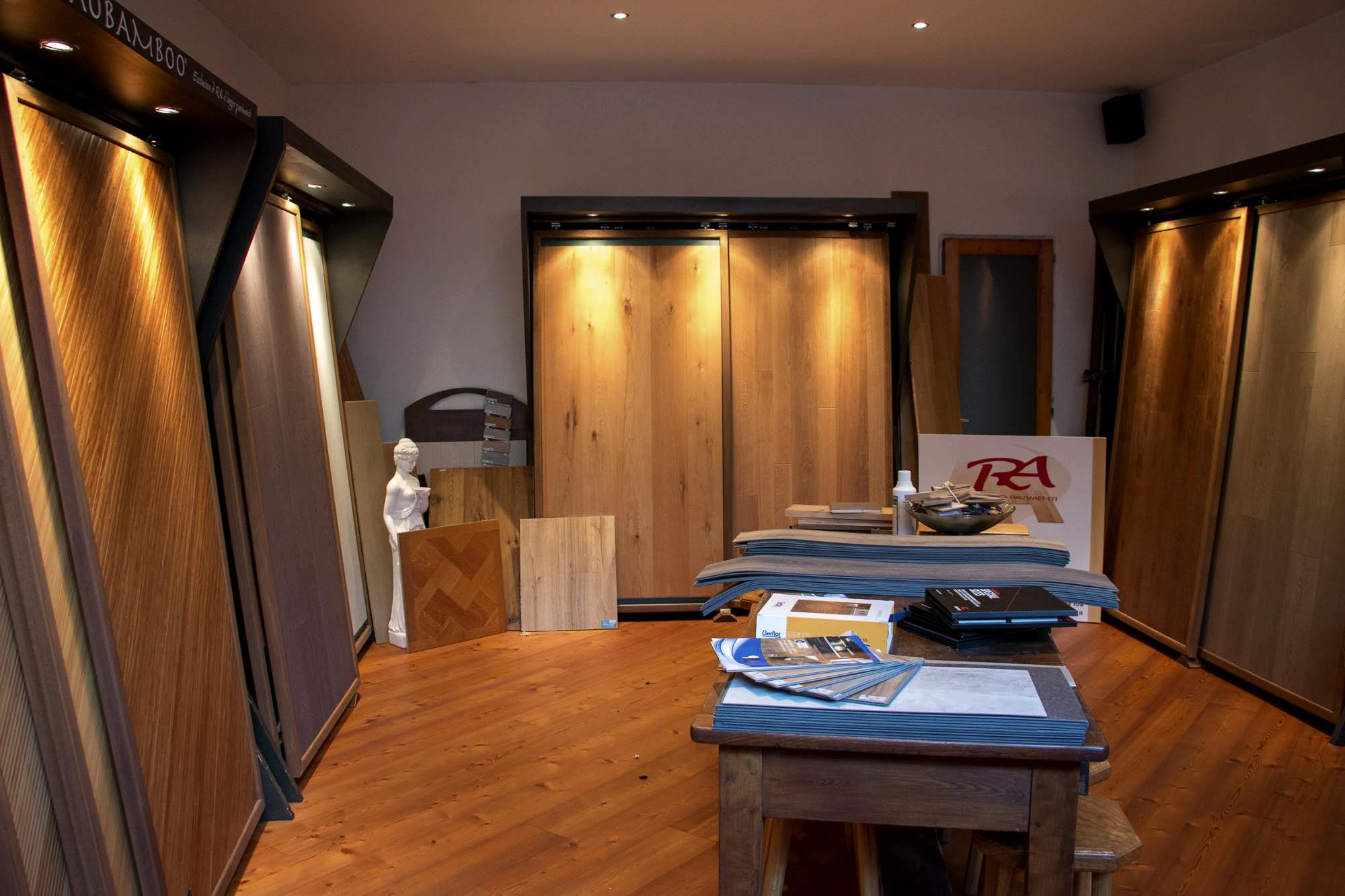 showroom ra legno pavimenti parquet borgosesia posa pavimenti porte legno